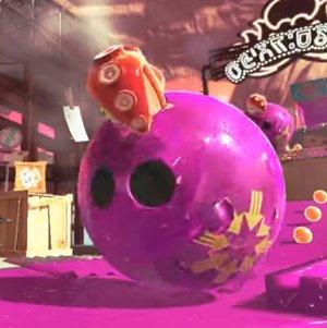 ボーリングの球の穴に潜むタコ